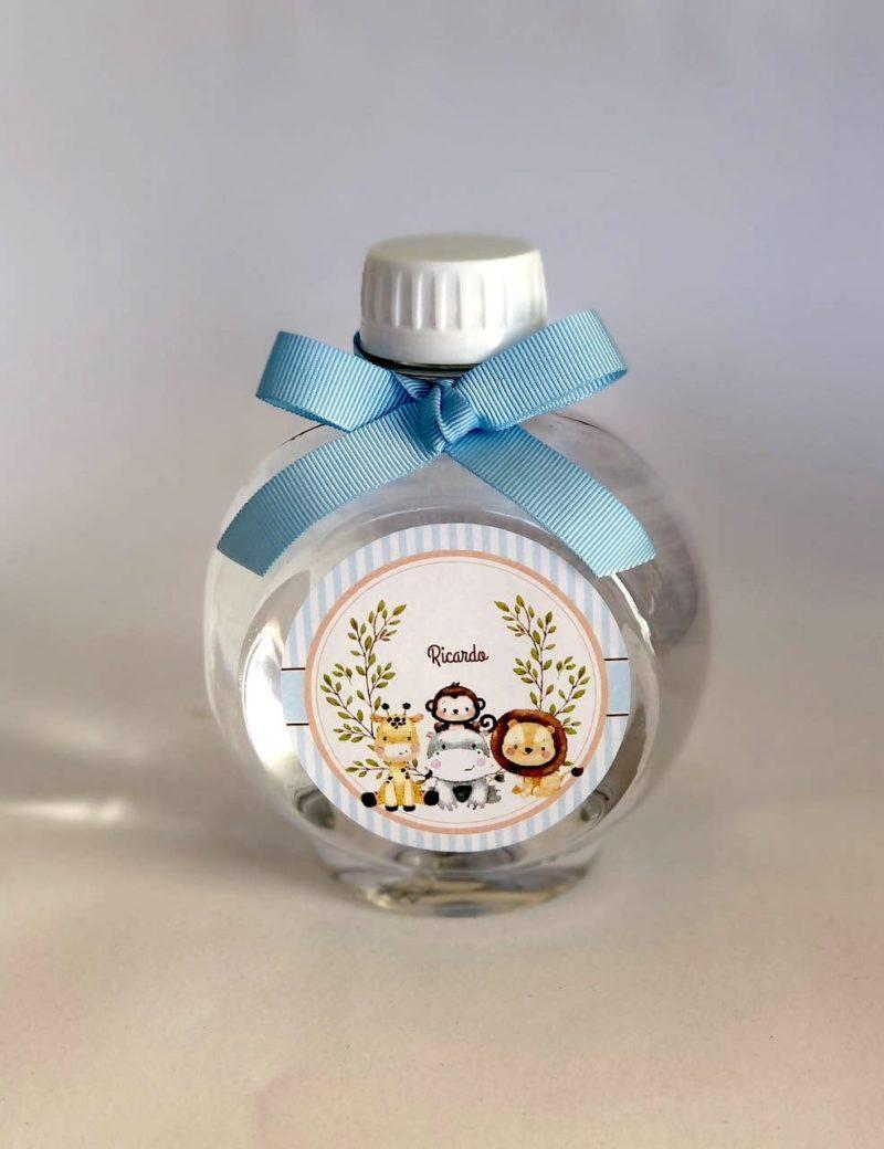 agua mineral gourmet com rótulo personalizado e fita azul