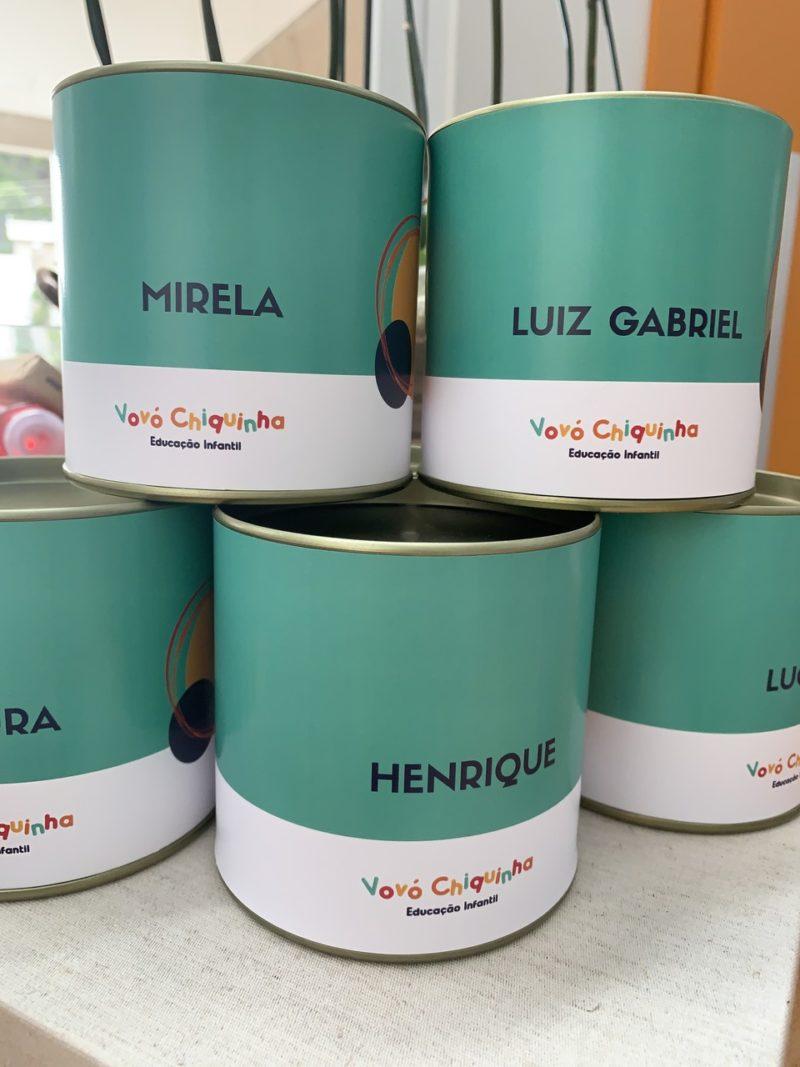 lata grand gourmet com tampa de metal personalizada para escola de Curitiba
