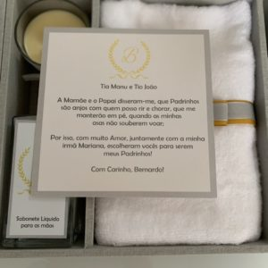 Caixa de MDF quartier kit personalizado I com toalha, vela, sabonete liquido, vela e convite