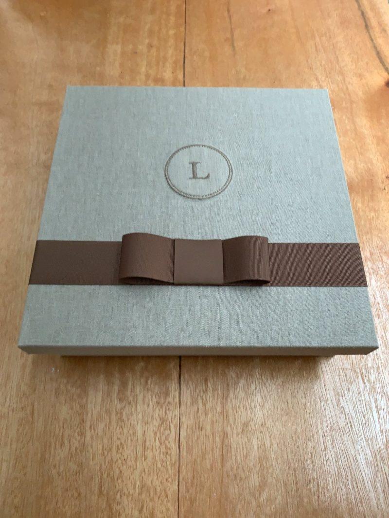 caixa forrada para padrinho bordada com fita