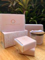Kit Mimo Corporativo II com vela e sabonetes personalizado para cliente corporativa Dra Rebeca Neves Heinzen