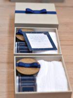 3 caixas personalizadas forradas de kits Petit I com convite, sabonetes, vela e toalha