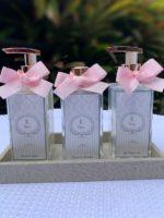 Trio kit toalete com laço rosa e rótulo personalizado