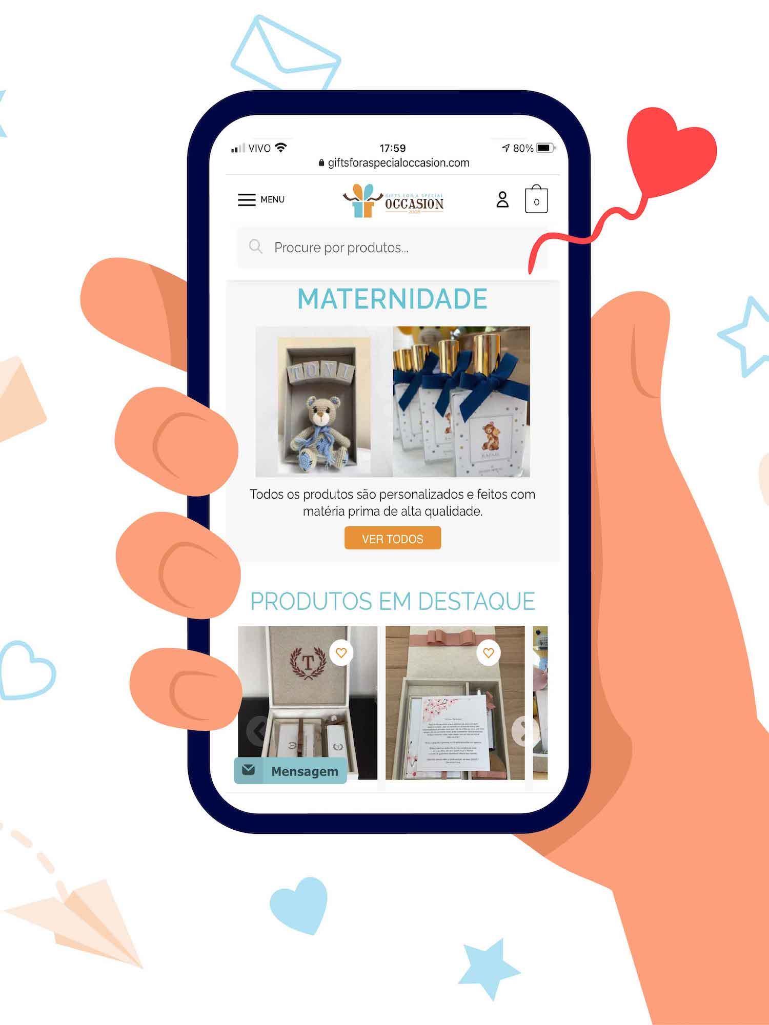 mao segurando celular com o nosso site na pagina de maternidade