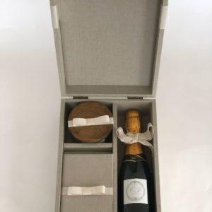 Caixa forrada, kit para padrinho de casamento com mini chandon, livrinho e vela perfumada
