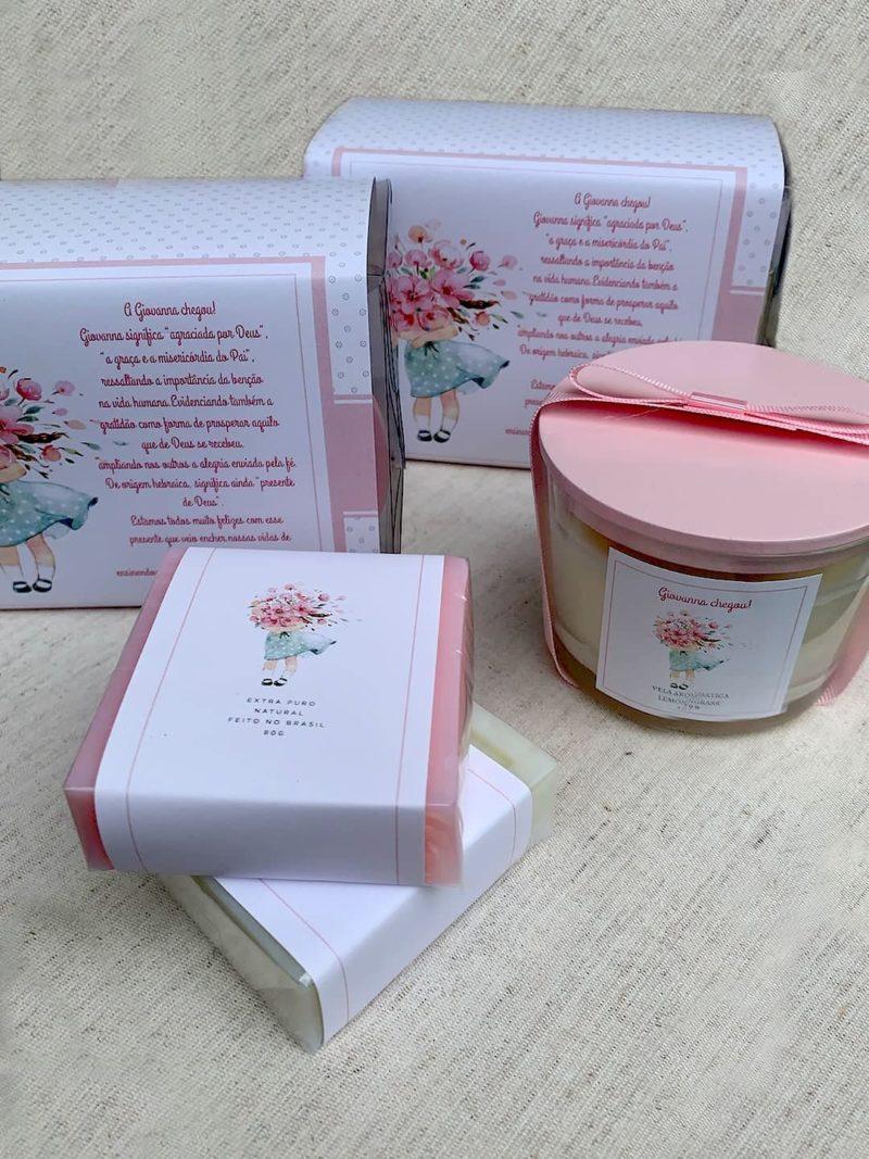 kit mimo v com vela com tampa pintada de rosa, sabnonetes e embalagem com luva personalizada
